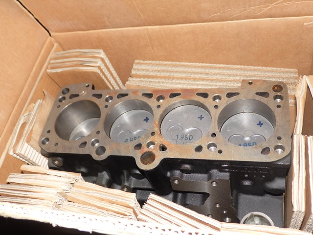 BLOC CYLINDRES 028103101AA + PISTONS VAG